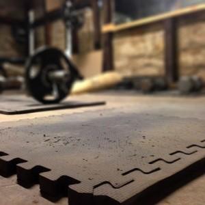 basement-mat-weights-bg